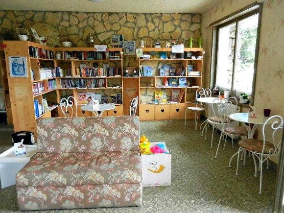 3-Zona-de-lectura-cafenea-Fundata